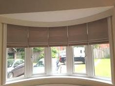 Most current Images Roman Blinds bay window Strategies Roman blinds are a well known favourite among conscious homeowners as they provide a classy, stylish and affordable trea Large Window Treatments, Kitchen Window Treatments, Window Coverings, Bow Window Curtains, Bay Window Blinds, Blinds For Large Windows, Bay Windows, Bay Window Living Room, Window Dressings