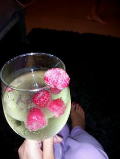 Moscato, sprite zero and fresh raspberries. This is dangerous! Fancy Drinks, Cocktail Drinks, Yummy Drinks, Cocktails, Moscato Punch, I Love Food, Good Food, Sprite Zero, Mixed Drinks Alcohol