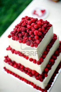 this is totally something i'd consider. a simple cake. with tonnnnsss of raspberries. i'd rather go with simple than all that nasty tasting fondant junk (: