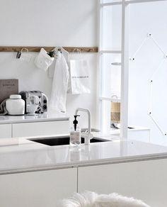 Is To Me | Interior Inspiration | White Kitchen Küche Esszimmer,  Minimalistische Küche, Moderne