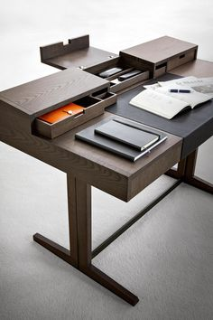 Study Table Designs, Office Table Design, Office Furniture Design, Home Office Setup, Home Office Desks, Office Interior Design, Ceo Office, Wood And Metal Desk, Architecture 3d