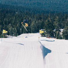 How did you spend your weekend? Spring skiing? Soaking up some sun? We hope so! . . . : @mstoeger #mthood #timberlinelodge #snowboarding #springskiing # #pnwonderland #upperleft #traveloregon #exploregon #oregonexplored #oregon #pnw #pnwisbeautiful #usoutdoor #snowwaterland