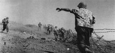 Men of the 1st BEP counter-attack the Vietminh from their camp at Na San, November 1952. Pin by Paolo Marzioli