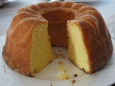 Bolo Grande, Bagel, Cornbread, Doughnut, Cooking Recipes, Baking, Ethnic Recipes, Diy, Coffee Cake