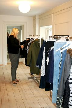 Karina from Copenhagen Curves visiting the JUNAROSE showroom checking out the new collection. #junarosefriends #junarose #showroom #collection #fashion @JUNAROSE