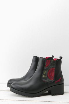 These boots were made for walking! And that's just what you'll do with them this season. At Desigual, we like to take classic staple items  and add  some quirk. These boots are no different with an unusual mandela print and vibrant ed lining. They're made with love, and made to be loved! #XmasByDesigual