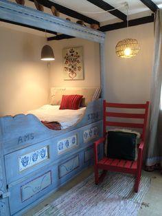 GIDC Robertsbridge Scandi Folk www.lucytiffney.com Scandinavian Bedding, Scandinavian Cabin, Scandinavian Design, Swedish Interiors, Colorful Interiors, Bed Nook, Alcove Bed, Casa Top, Home Bedroom