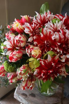 01.04.16 Delivering this bouquet directly to your doorstep, Dee! Hope it brightens up your day! ♥♥