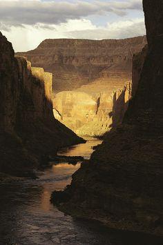 ✮ The Colorado River flows through the Grand Canyon