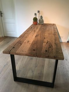 Dining table with thick old oak table top and by MevrouwVanHout - Esszimmer - Dining Table Makeover, Wooden Dining Tables, Rustic Table, Dining Room Table, Old Wood Table, Hardwood Table, Oak Table Top, Door Table, Esstisch Design
