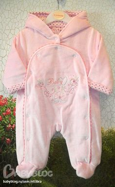 image Baby Kids Clothes, Doll Clothes, Baby Girl Boutique, Baby Girl Pajamas, Baby Disney, Baby Boy Outfits, Kids And Parenting, Baby Dress, Winter Outfits