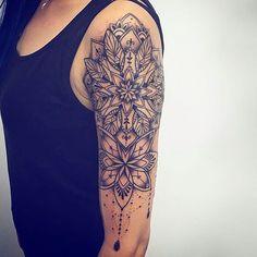 Croyez-vous au coup de foudre ? Moi non plus. Je crois, en revanche, à une attirance profonde, pas seulement physique, au premier regard. Je crois qu'une fois - peut-être deux - dans sa vie, on se sent attiré par quelqu'un d'une manière viscérale, immédiate... plus puissant qu'un aimant. [Six ans déjà - Harlan Coben]  #Tattoos#Ink#Inked#Mandala#SleeveTattoo#FrenchQuote#Quote#Citation