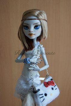 *AMY* OOAK repaint custom Monster high doll CAM Hello kitty Mattel. Custom Monster High Dolls, Monster Dolls, Monster High Repaint, Monster Girl, Custom Dolls, Hello Kitty Purse, Valley Of The Dolls, Creepy Dolls, Doll Repaint