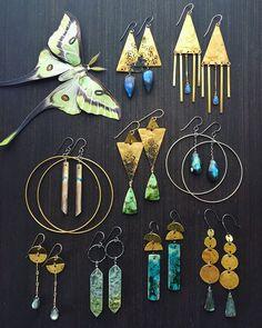 Jewelry Logo, Jewelry Show, Brass Jewelry, Crystal Jewelry, Boho Jewelry, Jewelry Crafts, Jewelry Art, Jewelry Design, Jewelry Making