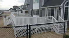 Custom two-tone deck with lattice #customdeck #deck allvinylfencing.net