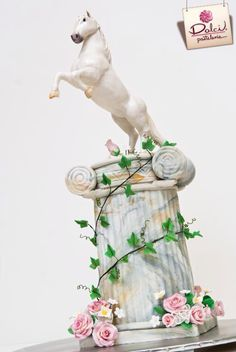 Horse on a pedestal cake by Dolci Pasteleria.