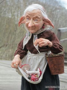 Здравствуйте, дорогие бейбиковцы! Хочу показать вам свою новую работу «Бабу-Ягу». Высота куколки (с подставкой) около 33 см. Лепные части изготовлены