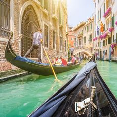 Venice, Guanacaste, West Palm Beach, Alta and Santa Barbara are our luxury destinations suggestions for February! Venice Food, Venice Travel Guide, Gondola, Travel Specials, Venice Florida, Cruise Destinations, Excursion, Italy Tours, Grand Canal