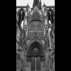 Do you #love #history? #rouencathedral dates back to 1145 A.D . Just imagine the stories its walls could tell. #Rouen #france #normandie  its like stepping back into time. . . . #fineartphotography #bnw #monochrome #blackandwhitephotography #wanderlust #photooftheday #instagood #instagram #natgeotravel #exploreuniworld #ancient #historical #architecture #travelblogger #photographer #amazing #exploretocreate #traveller #instagramverifyme #passionpassport  #travelphotography #traveltheworld…