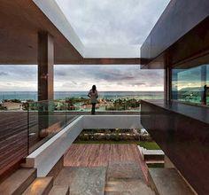 Vista al mar desde balcón de casa de playa