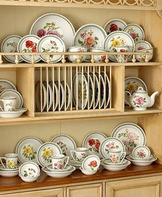 """Portmeirion """"Botanic Roses"""" Dinnerware Collection -Like this too Kitchen Dining, Kitchen Decor, Portmeirion Pottery, Vintage Tea Parties, Elegant Dining, French Cottage, China Patterns, Interior Design Kitchen, Fine Dining"""