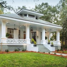 24 Ideas Exterior Colors Bungalow Curb Appeal For 2019 Bungalow Homes, Craftsman Style Homes, Craftsman Bungalows, Craftsman Cottage, Craftsman Exterior, Cottage Exterior, Bungalow Porch, Craftsman Porch, Craftsman Houses