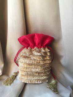 Unique Purses, Handmade Purses, Bridal Accessories, Bag Accessories, Potli Bags, Fabric Gift Bags, Tatting Jewelry, Diy Tassel, Wedding Favor Bags