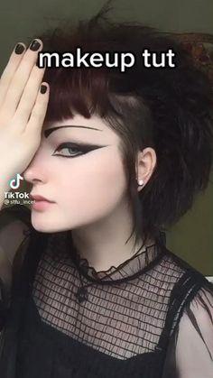Goth Eye Makeup, Punk Makeup, Fancy Makeup, Creative Eye Makeup, Grunge Makeup, Makeup Inspo, Makeup Tips, Gothic Makeup Tutorial, Alternative Makeup