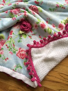 Cabbage Rose Blanket PATTERN  Crochet Your por sheilalikestoknit