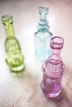 bottles Antique Glass Bottles, Apothecary Bottles, Vintage Bottles, Recycled Bottles, Mini Bottles, Bottles And Jars, Mason Jars, Perfume Bottles, White Distressed Furniture