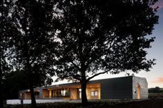 Tasting Room at Sokol Blosser Winery / Allied Works Architecture Dundee, OR