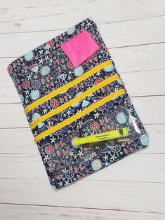The Natalie Pouch is a fold over project pouch that has a variety of uses. The Natalie Pouch features 1 large zippered pocket, 2 vinyl pockets, magnetic snap closure and carry handle.Natalie Pouch PDF Sewing Pattern