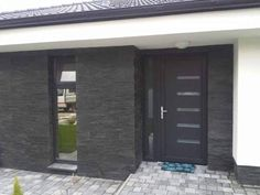 Obklad Black Pearl-fasada domu vstup in 2020 Front Door Porch, House Front, Entry Doors, Garage Doors, Main Entrance, Facade House, Villa, House Design, Outdoor Decor