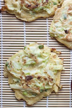 Okonomoyaki: japaneese pancakes with garlic #scapes