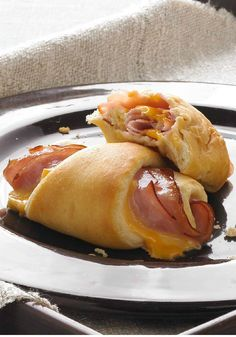 Hot Ham and Cheese Roll-Ups — Soft, warm and flavorful, these roll-ups are simple but delicious. You'll need just three ingredients and less than 30 minutes time to make these appetizers. But with turkey I Love Food, Good Food, Yummy Food, Lunch Snacks, Ham And Cheese Roll Ups, Ham Roll Ups, Crescent Roll Recipes, Crescent Rolls, Boite A Lunch