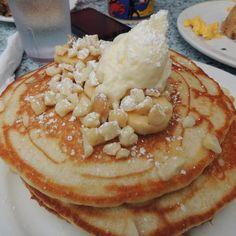 Kihei Caffe- Banana Macadamia Nut Pancakes