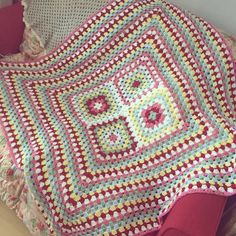 Ravelry: Cath Kidston Inspired Blanket pattern by Sapphire Cameron Diy Crochet Granny Square, Easy Crochet Blanket, Crochet Square Patterns, Crochet Quilt, Crochet Squares, Crochet Home, Crochet Blanket Patterns, Irish Crochet, Granny Squares