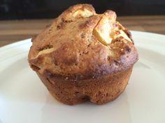 Muffins van havermout met appel en amandelen, voor ontbijt of tussendoor, een simpel bakrecept. Voedzaam en lekker!