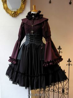 Edgy Outfits, Pretty Outfits, Pretty Dresses, Beautiful Dresses, Old Fashion Dresses, Fashion Outfits, Aesthetic Fashion, Aesthetic Clothes, Elegant Dresses