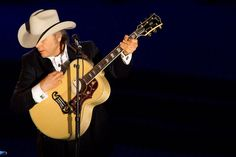 What to expect when Dwight Yoakam plays Lincoln City this weekend: an annotated set list