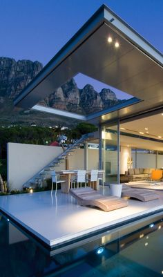 FIRST CRESCENTCAMPS BAY-CAPE TOWN A minimalist home, commanding a 270 degree view of Lions Head, Camps Bay and the Atlantic Ocean,
