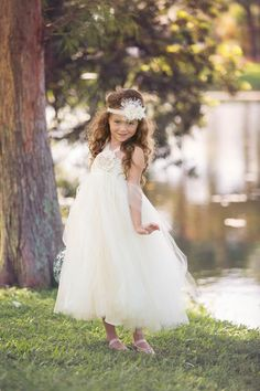 Flower girl Dress Vintage Flower girl dress Ivory by TrendyBambini, $55.00 With lining under!