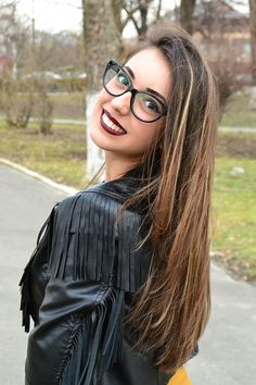 Geek Chic: Makeup Tips For Girls With Glasses. ~ Njkinny's World of Books & Stuff http://bit.ly/23bc80D  #FashionBlogger #MakeupTips #FashionCorner