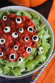 We have our eyes on this recipe for Halloween! Get the recipe at Spend with Pennies. This would be so fun to do a dinner with the kids or for your next Halloween Party. recipes for halloween Comida De Halloween Ideas, Halloween Dishes, Halloween Eyeballs, Halloween Food For Party, Spooky Halloween, Halloween Themes, Family Halloween, Halloween Appetizers, Halloween Night