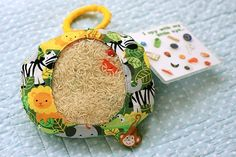 """DIY """"I Spy"""" Bag for Kids - A great way to keep the kids occupied in the car."""