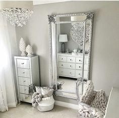 Bedroom mirror - 53 best makeup vanities & cases for stylish bedroom 9 Bedroom Sets, Girls Bedroom, King Bedroom, Dream Bedroom, Bedding Sets, Master Bedroom, Simple Bedroom Design, Bedroom Designs, Diy Home Decor Rustic
