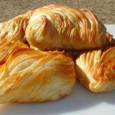 Best Traditional Maltese Snacks and Dishes in Malta - BELS Malta Pie And Peas, Snacks Dishes, Cheese Pies, International Recipes, Italian Recipes, Cooking Recipes, Vegetarian Recipes, Food And Drink, Yummy Food