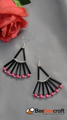 tutorial on how to make with black - Perlen Schmuck Beaded Earrings Patterns, Seed Bead Earrings, Diy Earrings, Beading Patterns, Hoop Earrings, Teardrop Earrings, Fabric Earrings, Embroidery Patterns, Jewelry Making Tutorials