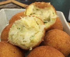 Bolinho de Batata Recheado com Bacalhau para a Páscoa! | Pães e salgados > Bolinho de Bacalhau | Mais Você - Receitas Gshow