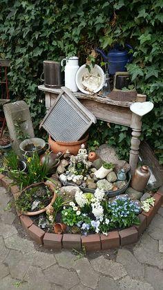Hofbeet ,eine nierenförmige Saatschale und fertig ist der kleine Brunnen für meine Enkeltochter. :)